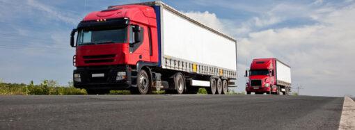 В Одесской области водители в обход закона разбивают дороги тяжеловесами