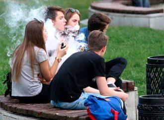 Одесским родителям на заметку: каждый пятый подросток в Украине курит электронные сигареты