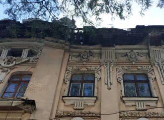В центре Одессы редчайший дом разваливается по частям (фото)