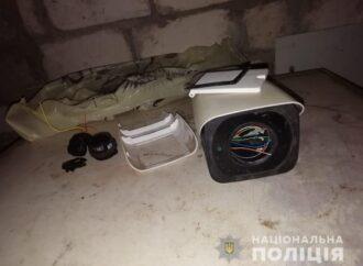 Под Одессой молодой человек прикарманил уличную камеру видеонаблюдения