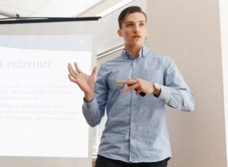 Перчатка-контролер та система відео-аналітики: в Одеському політехнічному представили особливі проєкти