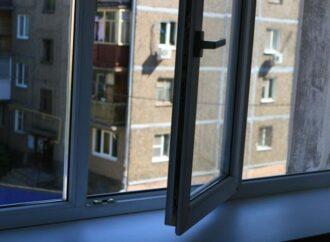 В Одессе квартирант выпрыгнул из окна высотки на Таирова