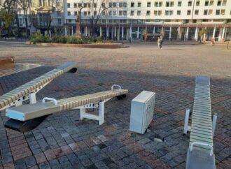 В Одессе не устают ломать качели, созданные за счет Общественного бюджета (фото)