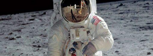 Виглядає моторошно: журналіст показав, як сплять космонавти у невагомості (відео)
