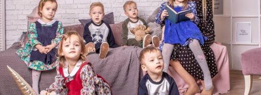 Семейству одесских пятерняшек подарили новое просторное жилье