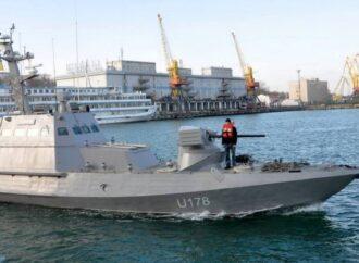 К берегам Одессы отбуксируют суда, которые год назад захватили в России