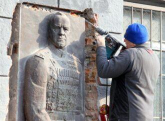 Геннадий Труханов о сносе барельефа маршалу Жукову: «Это плевок в лицо одесситам»