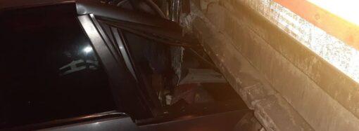 На окраине Одессы водитель въехал в грузовик и погиб на месте