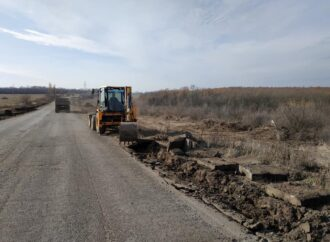 Погода в помощь: на севере одесского региона готовятся к ремонту трассы (фото)