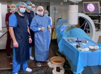 Вперше на півдні України в Одесі провели надважку операцію