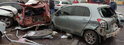 На окраине Одессы столкнулось 11 машин: пострадали люди