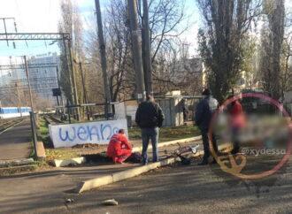 На станции в Одессе мужчина попал под пассажирский поезд
