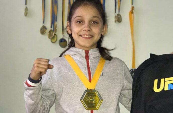 11-летняя одесситка, которую пытались насильно забрать в приют, стала чемпионкой по кикбоксингу
