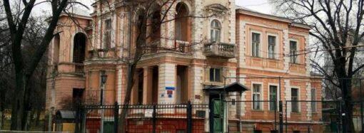 В Одессе пилят деревья на даче Маразли (видео) (дополнено)