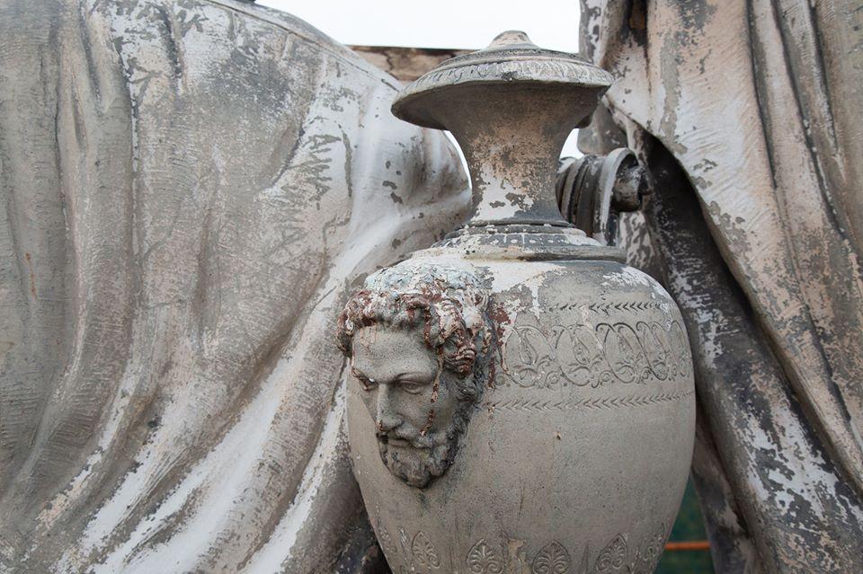 Одессит запечатлел старинные элементы декора