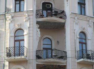 В центре Одессы кариатида осталась без пары