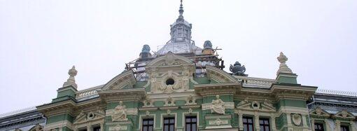 Дом Руссова: без лесов, с новой крышей и другими обновлениями