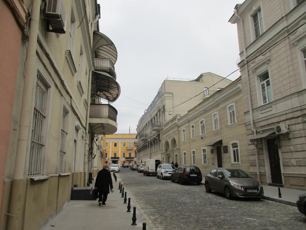 Некоторые одесситы не горят желанием, чтобы переулок был полностью пешеходным