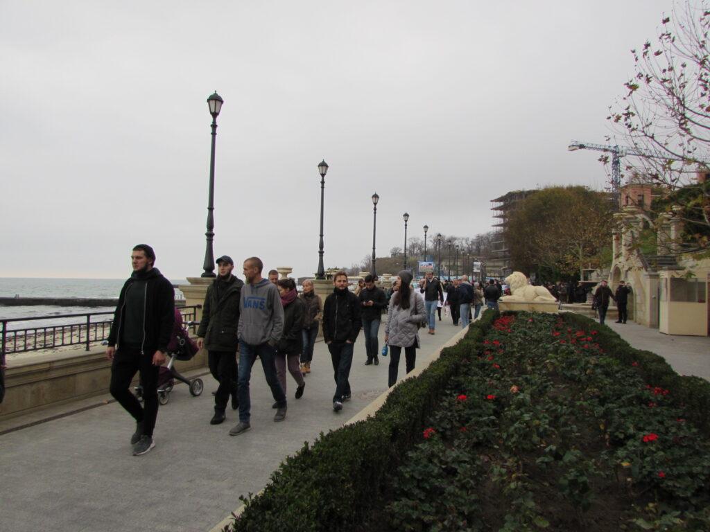Колонна общественников стартовала с пляжа «Золотой берег»