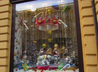 Безделушки, крысы, мишура и сказочные витрины: как Одесса преображается к Новому году (фото)