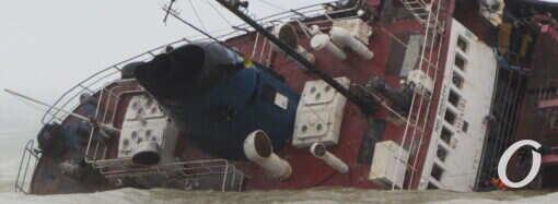 В Одессе продают затонувший танкер Delfi