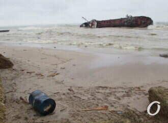 """Эколог: """"Нефтепродукты с танкера «Delfi» у берегов Одессы «размазались» в сторону Черноморки"""""""