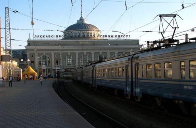 «Укрзалізниця» прекратила сообщение с Польшей и Словакией. Поезд Одесса-Перемышль пока ходить не будет
