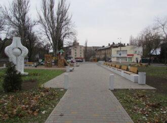 Как поживает сквер «За мир» в Одессе: на месте украденных кустов пока ничего сажать не будут, а весной вернут котиков