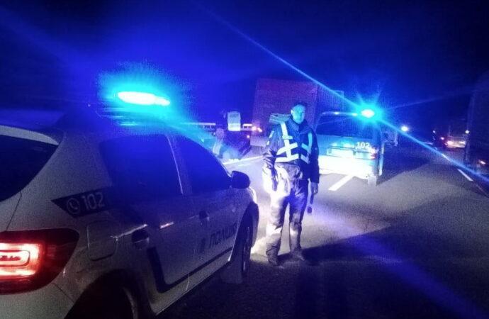 Задавил насмерть: водитель внедорожника влетел в людей на трассе под Одессой