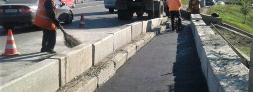 Коммунальщики отремонтировали мост возле одесского автовокзала