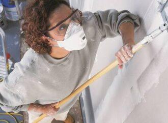 Генеральная уборка: как в холода легко избавиться от запаха краски?