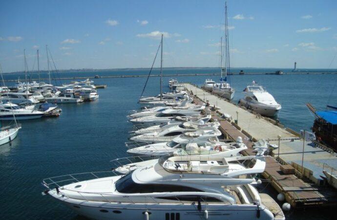Без перевалки зерна и руды, зато с яхтами: каким станет будущее Одесского морского порта