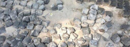 Брусчатку в Воронцовском переулке Одессы испортили фекалии