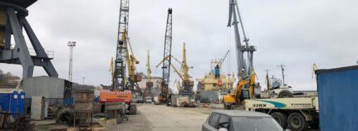Три порта Одесской области ограничили грузовые операции из-за дождя