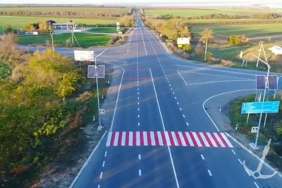Пешеходные переходы на дороге Одесса-Рени подсветили солнечными панелями