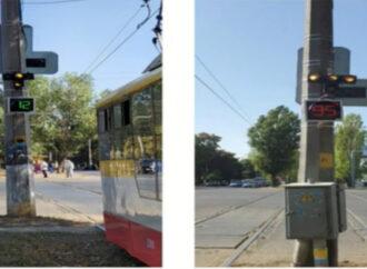 В Одессе появился светофор, который узнает трамваи