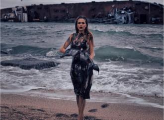Фотограф из Одессы борется за экологию снимками на фоне затонувшего танкера