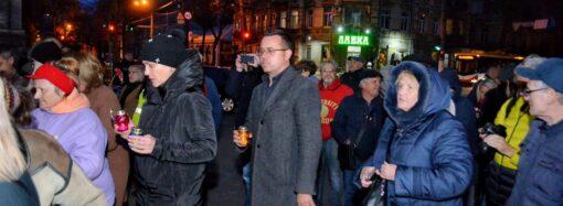 На реквиеме по маршалу Жукову в Одессе засветили лампадки и сожгли цветы (фото, видео)