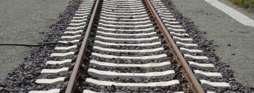 В Одессе хотят убрать свалки от железной дороги и снабдить люки крышками (видео)
