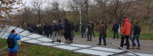 Снесли забор и открыли доступ к морю: активисты протестовали против застройки на одесском побережье