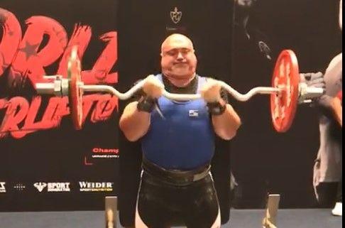 Без стереотипов: священник из Одесской области стал чемпионом мира по пауэрлифтингу
