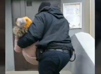 Полицейские в Одессе помогли спасти от комы ребенка