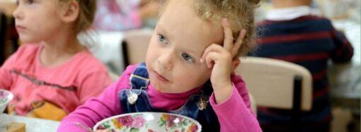 В Україні складуть перелік харчових продуктів, які не рекомендуватимуть у навчальних закладах