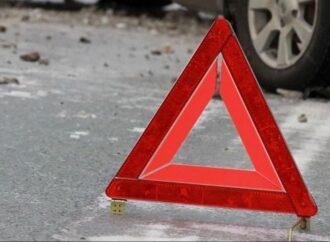 Під Одесою автівка на швидкості збила 19-річну дівчину: вона переходила дорогу по пішохідному переходу