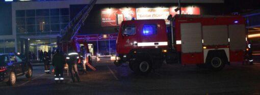 В Одессе пылал ресторан в торговом центре (фото, видео)