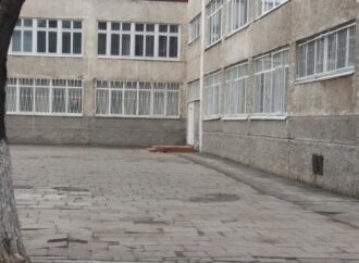 После пожара в Одессе планируют начать снимать решетки с школьных окон