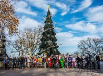 Санти на велосипедах: одеські спортсмени провели новорічну благодійну акцію (фото)