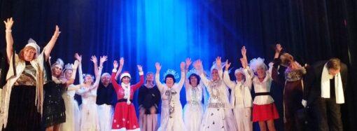Виконували різдвяні пісні та декламували вірші: як відбувався карнавал у студентів Університету третього віку (фото)