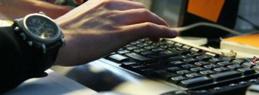 Одесит зламував акаунти користувачів у соціальних мережах та вимагав гроші за їх повернення