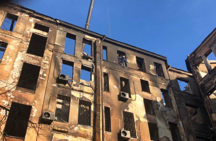 Движение на участке Троицкой, где сгорел колледж, откроют после проведения всех экспертиз